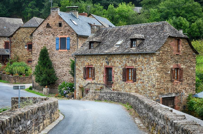 old-village-2823175_1920.jpg